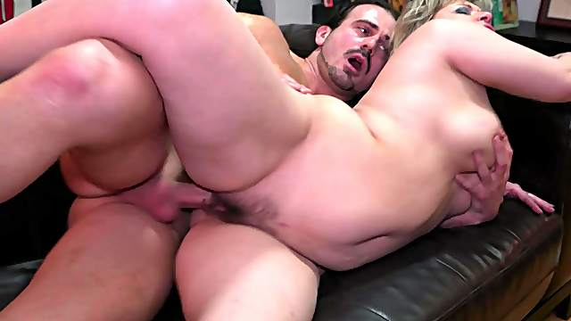 Mature goes full mode after sucking dick like a whore
