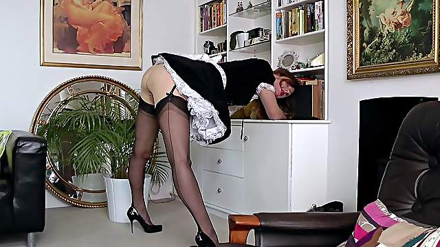 Mature maid toys her pink cunt in pure British style
